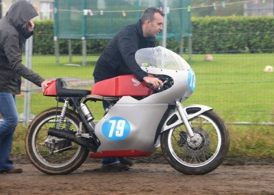 Classic 250/350 Championship rider Irwin Linton with 350 Honda K4: Under these conditions pushing with two is best.