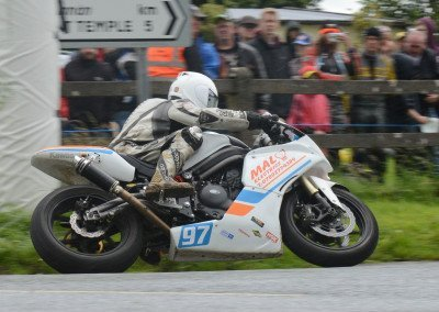 Seamus Elliott on his way to an excellent eight place in the Supertwin 650 event