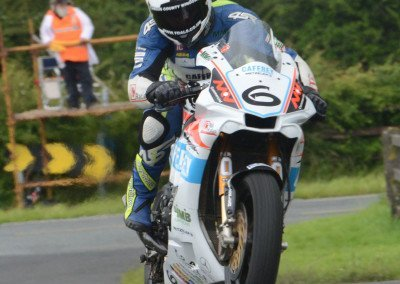 William Dunlop on splendid form moves his YZF 1000 Yamaha up to third in the Grand Final